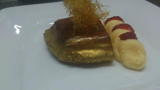 los Cuatro Tiempos : Delicia de mazapan con crema dulce y nube d caramelo