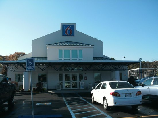 Motel 6 Boston - Tewksbury: Front