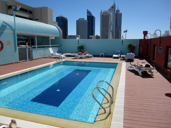 Mercure Perth: Pool deck
