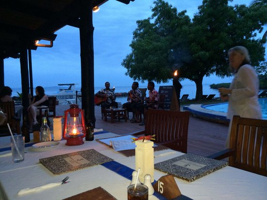 Anchorage Beach Resort: Night time entertainment, shame the chicken was dry :(