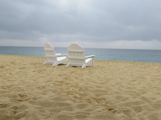 Sandos Finisterra Los Cabos: loved the chairs, traditional loungers available as well