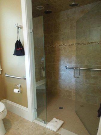 Captain's Manor Inn: The shower we love