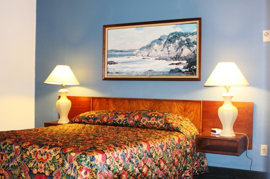 Heidi's Inn Ilwaco: Heidis Inn Ilwaco Economy Queen Bed