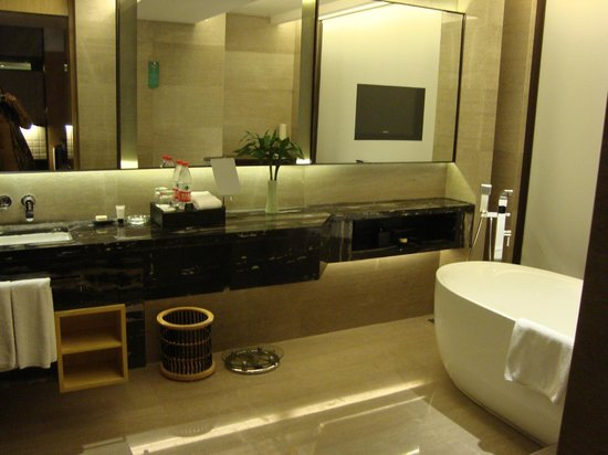 Lvdao International Hotel: Cuarto de baño