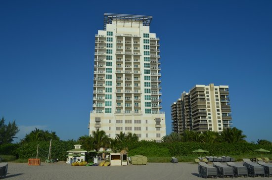 Marriott's Oceana Palms : view of hotel from beach