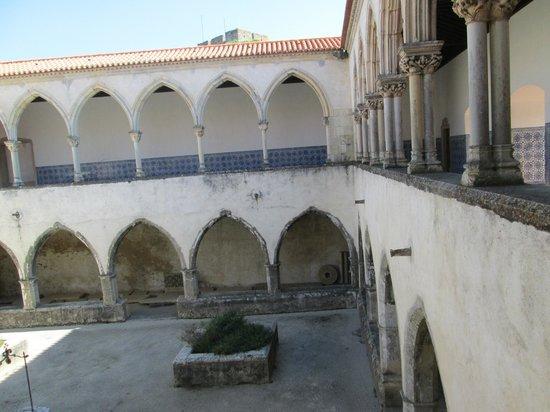 Castelo de Tomar: patio originario