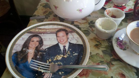 Carry on Tea & Sympathy : Will and Kate plates.