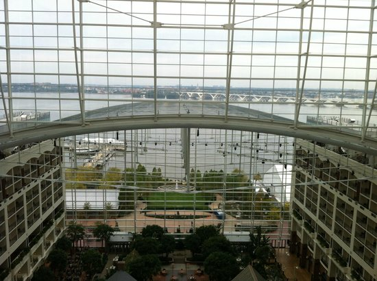 Gaylord National Resort & Convention Center: View from 14th floor balcony with view of Potomac River