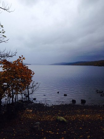 Macdonald Loch Rannoch Hotel: View from top of the loch, moments from hotel entrance