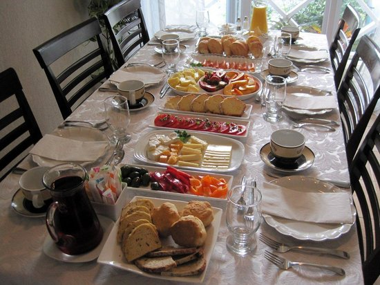Via Veneto: breakfast spread