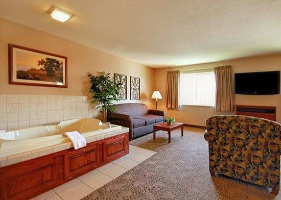 Quality Inn Burlington: guest room