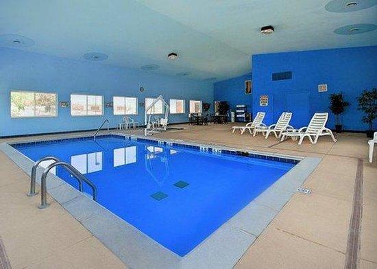 Quality Inn Burlington: pool