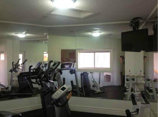 Super 8 Mt Hope Hamilton Intl Arpt ON: Fitness Center