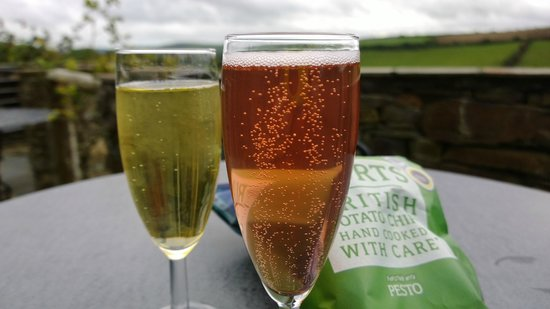 Camel Valley Vineyard: Glass of bubbly