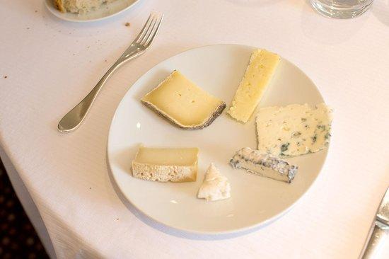 Hôtel Restaurant du Vieux Pont : Cheese Coursew