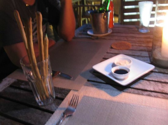 Ad Hoc Beach Cafe: breadsticks and dip is complimentary