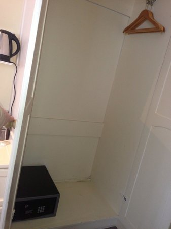 The Windermere Hotel: Room 21 - closet