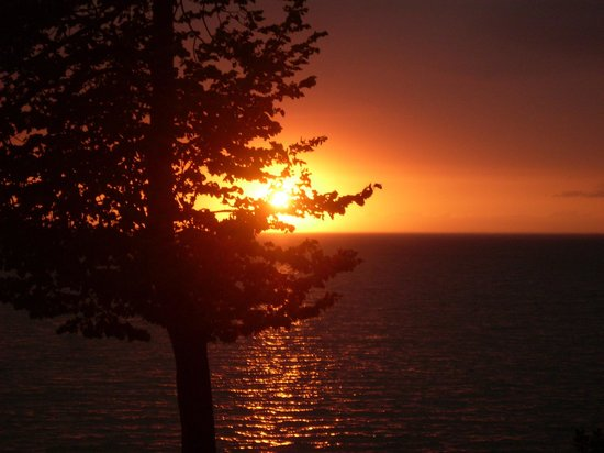 Westwood Shores Waterfront Resort: The sunsets are spectacular