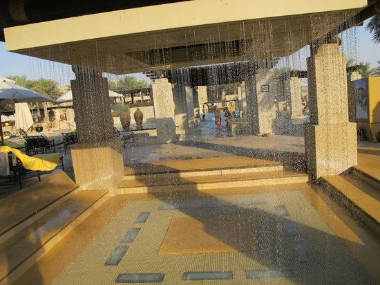 Bab Al Shams Desert Resort & Spa: swimming pool area