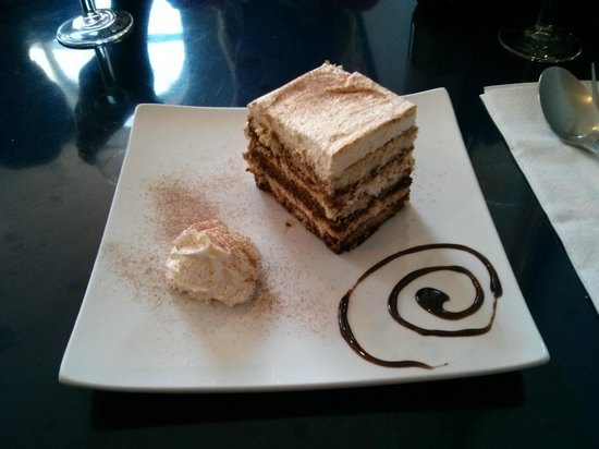La Piazza 1: Lovely deserts