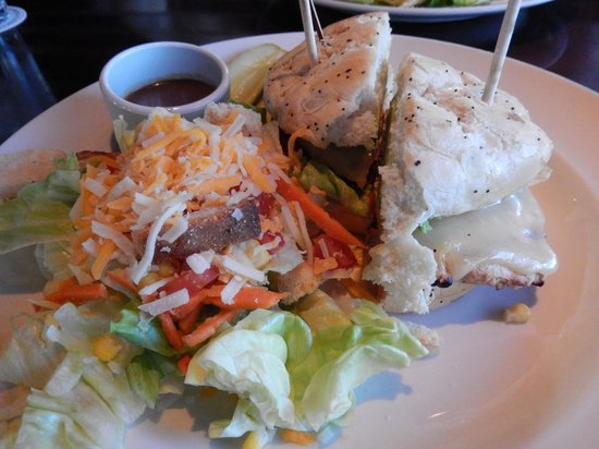 Yard House : Chicken & Avocado Sandwich with Salad