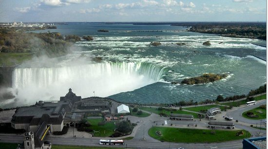 Embassy Suites by Hilton Niagara Falls Fallsview Hotel: View of Horseshoe Falls from room