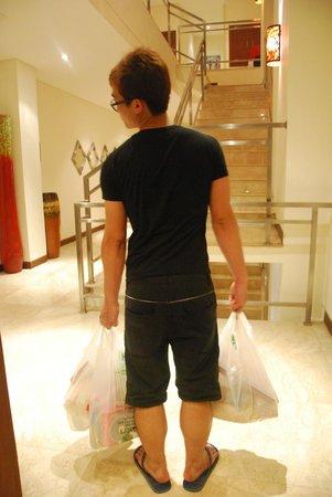 The Segara Suites: Hotel hallway