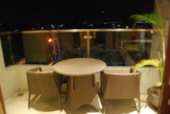 The Segara Suites: Veranda