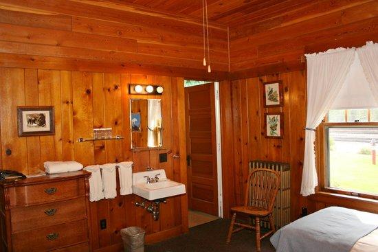 Izaak Walton Inn : Sink area, door to bathroom. Cast Iron radiator didn't warm the room this visit.