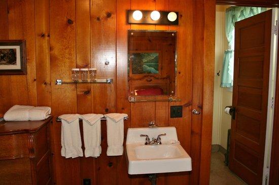 Izaak Walton Inn : Sink area, outside the bathroom.
