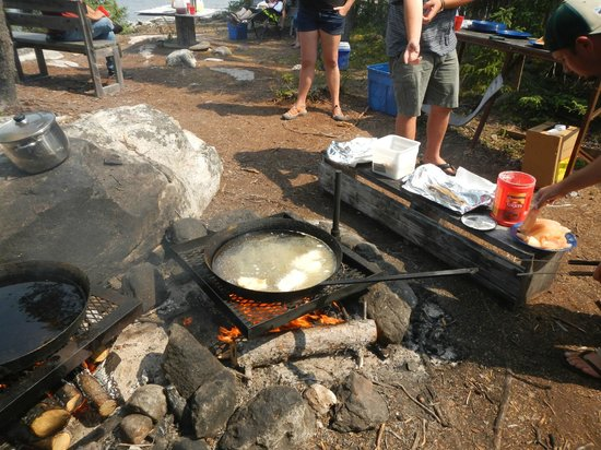 Milton Lake Lodge: shore lunch
