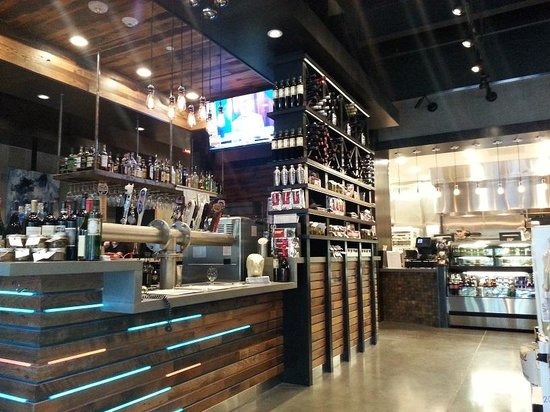 Fielding's Wood Grill: craft beer, wine, engaging bar