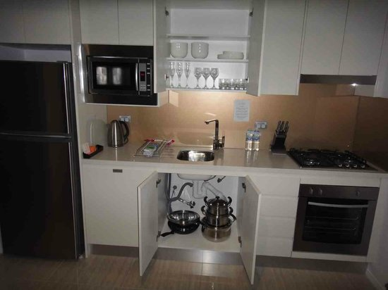 Meriton Suites Herschel Street, Brisbane : Kitchen