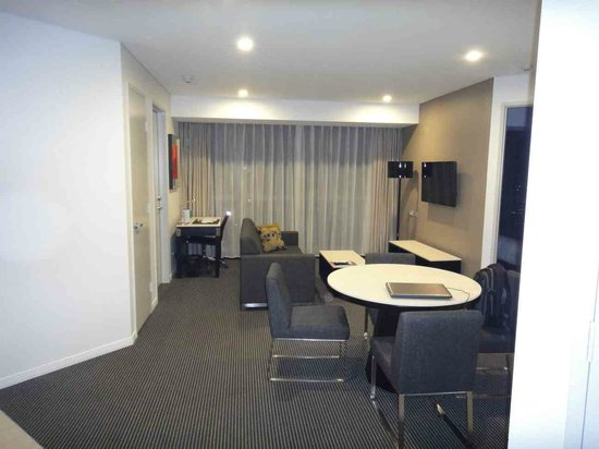 Meriton Serviced Apartments Brisbane on Herschel Street: Living room