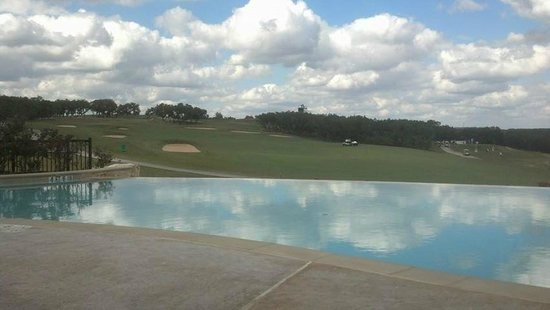 JW Marriott San Antonio Hill Country Resort & Spa : Adult Pool overlooking first fairway of Canyons Course
