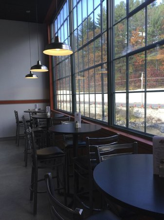 Lunchbox Cafe: Looking over the black river