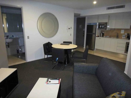Meriton Serviced Apartments Brisbane on Herschel Street : Living