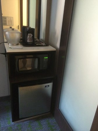 SpringHill Suites New York Midtown Manhattan/Fifth Avenue: Room 1501 Coffee, Microwave and Mini Fridge