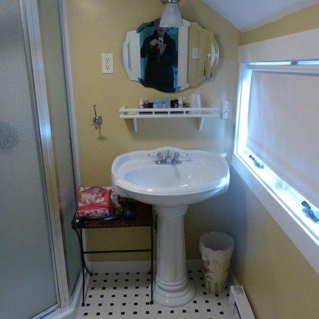 Madison Inn: Bathroom for Room 2