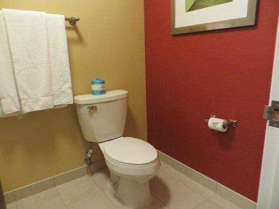 Courtyard Provo : bathroom