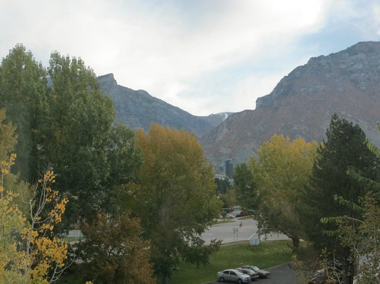 Courtyard Provo : view of Squaw Peak from room