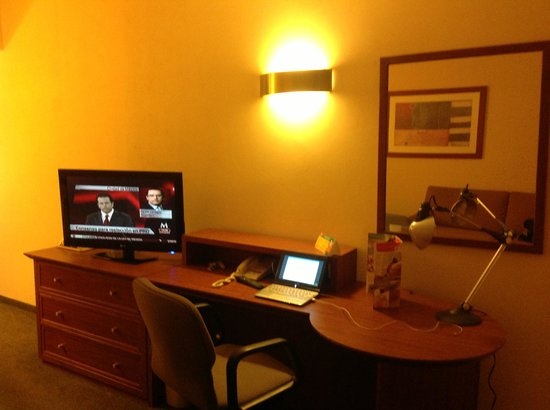 Fiesta Inn Mexicali: escritorio dentro de la habitacion