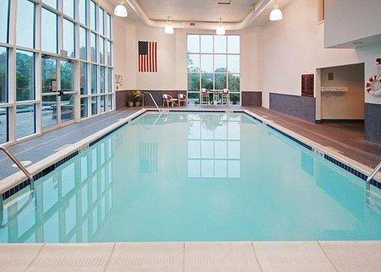 Sleep Inn & Suites Edgewood Near Aberdeen Proving Grounds: Pool