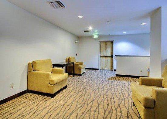 Sleep Inn & Suites Edgewood Near Aberdeen Proving Grounds: lounge