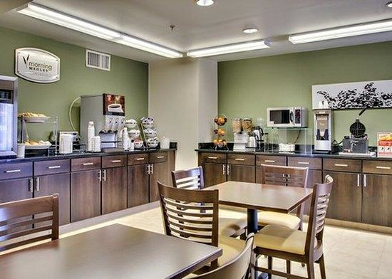 Sleep Inn & Suites Edgewood Near Aberdeen Proving Grounds : breakfast area