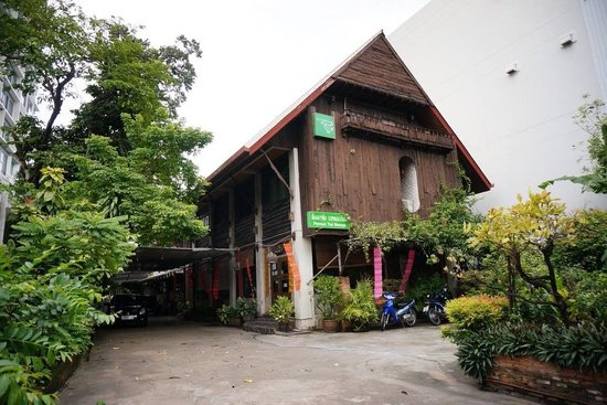 Pimmalai Spa: Beautiful wooden Thai house, very big, 3 floors with many rooms and individual toilets
