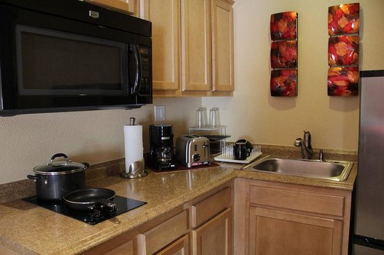 Hotel Iris: Fully Equipped Kitchen