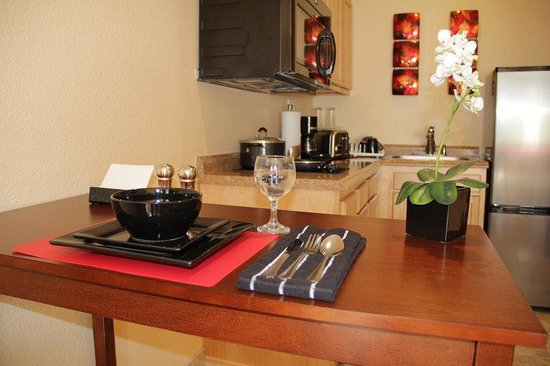 Hotel Iris: Fully Furnished Kitchen