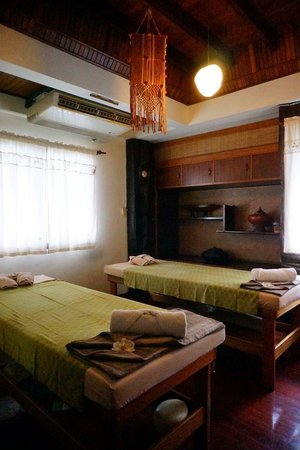 Pimmalai Spa: Rooms for oil massage, air-coned with individual toilet n bathing
