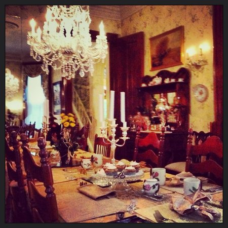 Central Park Bed and Breakfast: Dining room